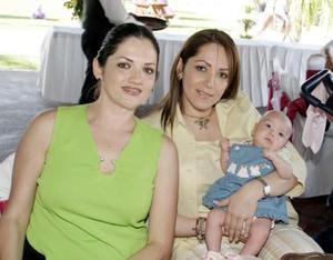 Alicia de Torres, Mariana Torres y Yadira de González