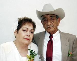 Edmundo García Cárdenas y Ofelia López de García celebraron 50 años de matrimonio.