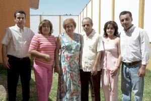 Integrantes de la familia Muños García, en pasado acontecimiento.