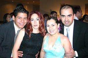 <b>15 de mayo </b><p> Tiburcio González y acompañante, Sra. Lizeth de Solís y Bruno Solís.