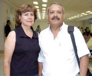 <b>17 de mayo </b> <p> Martín Rodríguez y Guadalupe Martínez viajaron a Puerto Vallarta.