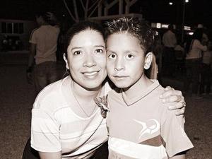 Rosario Aguilar de Vega y Rodrigo Vega.