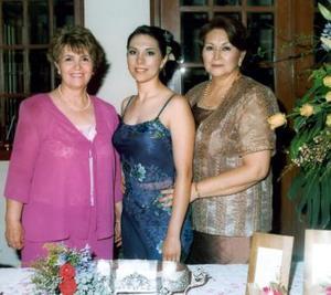Liliana Cepeda junto a su mamá, Lilia Ramírez de Cepeda y Graciela Fierro de Vázquez