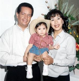 Enrique Guerrero e Isolda Rentería de Guerrero, con su hijita Marina Isolda Guerrero.