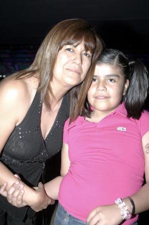 <b>15 de mayo </b><p> Stefy Carranza Luna junto a su mamá, Flor Luna de Carranza, el día que celebró su cumpleaños.
