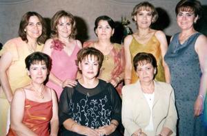 Lupita de Faudoa acompañada de sus hermanas Esperanza, Rogelio, Silvia, Angélica, Lourdes, Carmen y Cecilia Padilla Martínez en el festejo que le organizaron, con motivo de su cumpleaños.