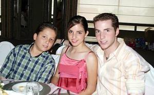 Daniel, Ana Cecy y Pedro Martín.