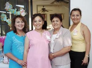 Por el cercano nacimiento de su bebé, Liliana Ramírez Montoya disfrutó de una fiesta de canastilla