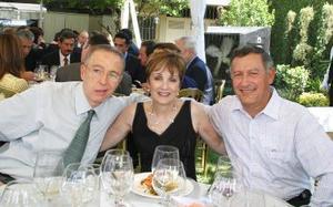 Armando Martín, Mary Carmen y Ramiro Cantú Charles.
