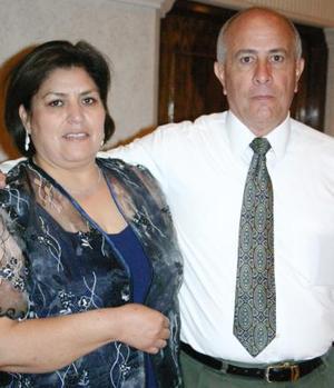 Gloria de Sáenz y Eduberto Sáenz.