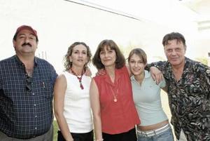 Miguel Papadópulos, Lizzy Dingler de Papadópulos, Sofía lambros, Estefanía Aronis Lambros y Stavros Aronis.