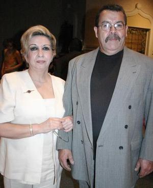 <b>19 de mayo </b><p> Lilia Rosa de Hernández y Hugo Hernández.
