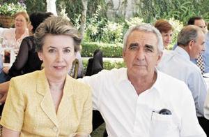 <b>20 de mayo </b><p> Mary y Ramón ávila, en reciente acontecimiento social.