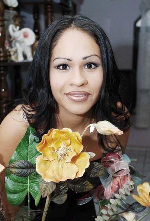 <b>19 de mayo </b><p> Mayra Cristina Saucedo López en su despedida de soltera.
