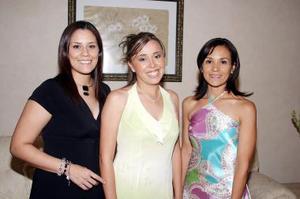 Berna Isadora Martínez Sánchez, captada junto a sus amigas el día de su despedida de soltera.