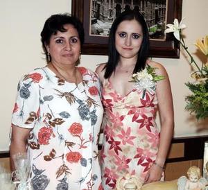 Irma Iveth Serna Peña fue despedida de su vida de soltera, con una reunión que le organizó su mamá Irma Peña de Serna