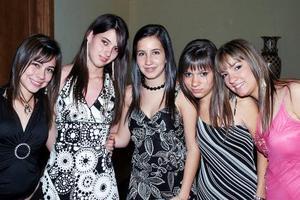 Brenda, Yola, Mónica, Lourdes y Mariana.