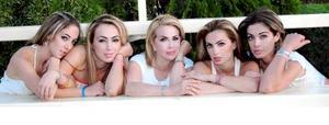Gabriela Mart÷inez con sus hijas Fallon, Gaby, Marlene y Valeria Daccarett Mart÷inez.