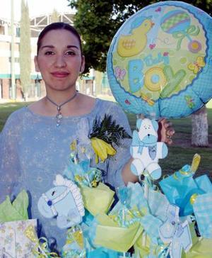 <b>20 de mayo </b><p> Salma Sabag de Hernández disfrutó de una bonita fiesta de regalos en honor al babé que espera