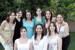 <b>18 de mayo </b> <p> Vicky Ibargüengoitia García estuvo acompañada de sus amigas, en la despedida de soltera que le ofrecieron por su próxima boda con Gerardo Murra Rebollo.