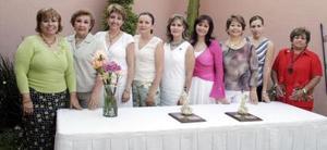 En días pasados se llevo a cabo el cambio de la mesa directiva del Club de Jardinería Gardenia, en donde fue electa Carmen de Ávalos en compañía de amistades.
