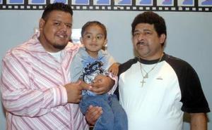 Óscar Adrián Cruz cumplió cuatro años de vida y por ello la familia Tovar Herrera le ofreció un divertido festejo.