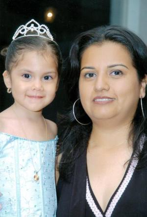 <b>18 de mayo </b><p>  Yésica Valenzuela Ramírez cumplió tres años de vida y su mamá, Veronica ramírez, le organizo un alegre convivio infantil.
