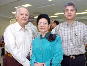 Rosina y Alfredo de Alvarado viajaron al DF y fueron despedidos por Alfredo.