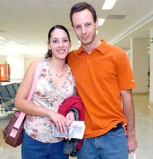 Fernando Montaña y Brenda de Montaña viajaron al DF