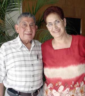 Marcos Sánchez y María Margarita de Sánchez celebraron sus bodas de plata