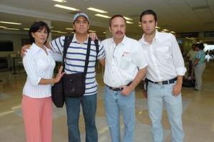 David Nahle viajó a Beirut y lo despidieron Sergio Nahle, Mari Carmen de Nahle y Hazan Nahle.