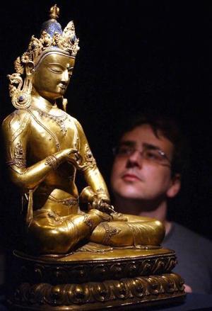 Una de las 43 piezas de arte religioso procedentes de la India, el Himalaya y el sudeste asiático que han sido reunidas en una exposición, presentada por Casa Asia que refleja las tradiciones del hinduismo, el budismo y el jainismo entre los siglos II y XVII.