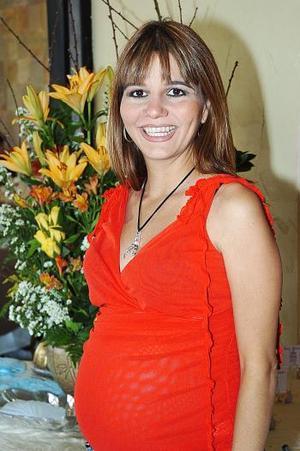 Con motivo de su fiesta de canastilla Myrna Armendáriz de De la Garza recibió felicitaciones.
