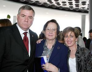 Doña Ana María Bringas de Martín, Carlos Martín y Coty de Martín.