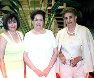 Sra. Alejandra Peña de Rodarte Riveroll, doña Carolina Abusaid de Peña y doña María Abusaid de Fernández, en reciente festejo social.