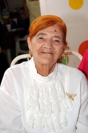 Sra. María de la Luz López celebró su cumpleaños número 90.