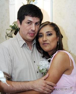 Claudia Magdalena Banda Morales y Óscar Perales contraerán matrimonio en breve.