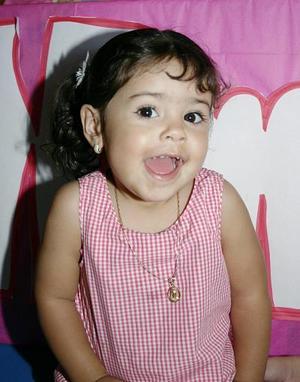 <b>22 de mayo </b><p> Ximena Rodríguez Tello, captada el día de su piñata.