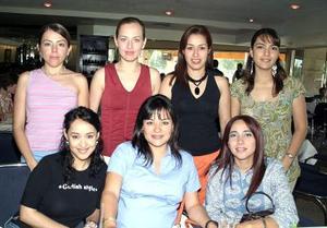 Lilia Rojas, Lucía Madero, Bárbara Mendiola, Beatriz Colores, Ana Reed y Claudia González le organizaron una fiesta de canastilla a Wendy Barrios de González.