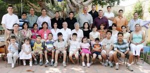 Familias Alanís Ramírez, Alanís Luna, Blanco Alanís, Alanís López, Martínez Alanís, Alanís Sosa, Villarreal Alanís y Alanís Pérez, en pasado convivio
