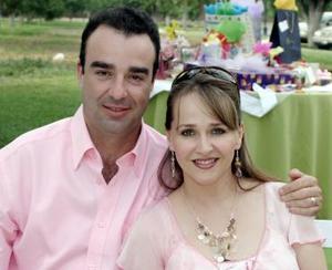 <b>23 de mayo </b><p>  Joaquín García y Gina de García, en pasada recepción social.
