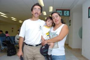 <b>25 de mayo </b><p> Ramón Acosta viajó a Honduras y fue despedido por Margarita Cepeda.