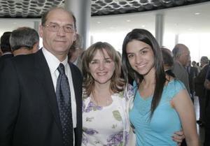 W-Guillermo Murra, Cecilia Marroquín de Murra y Cecy Murra
