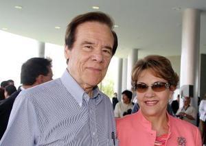 <b>25 de mayo </b><p> Rodolfo Aguilar Monteverde y María Teresa de Aguilar.