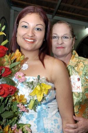 <b>24 de mayo </b><p>  Mercedes Méndez Muñoz en compañía de su mamá
