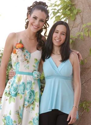 Gaby Barrón con su cuñada Cristina Moreno Rodríguez