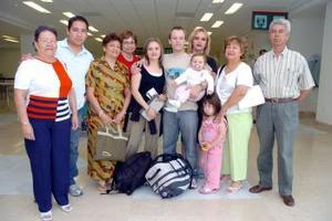 Carlos Soto Mercado, Sara y Nicolás Sjoblón viajaron a Suecia, los despidieron las familias Landeros Soto y Frías Soto