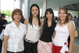 <b>25 de mayo </b><p> María Lourdes Martínez, Nancy Ponce, Doris Saldaña y Perla Muñoz.