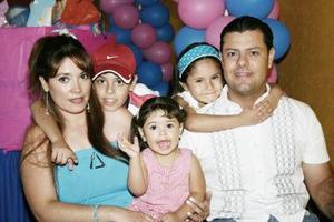 <b>24 de mayo </b><p> Ximena y Fernando Rodríguez Téllez festejaron sus respectivos cumpleaños en compañía de sus papás, July Téllez y Fernando Rodríguez