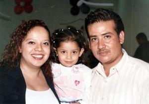 Claudia Verónica Vargas Vázquez fue festejada por sus papás, Claudia Vázquez y Luis Vargas